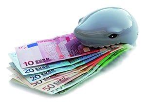 Delphin frisst Geldscheine